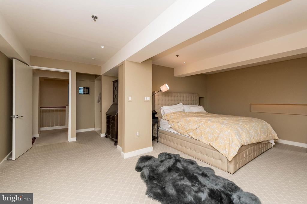 Large Master Bedroom with huge closet. - 2901 BOSTON ST #214, BALTIMORE