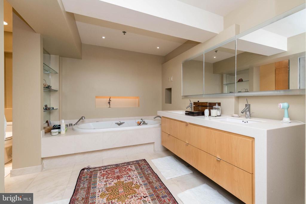 Spa like bath with soaking tub &   ample counter. - 2901 BOSTON ST #214, BALTIMORE