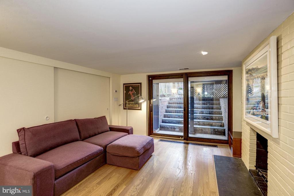 Lower Level Family Room - 1690 32ND ST NW, WASHINGTON