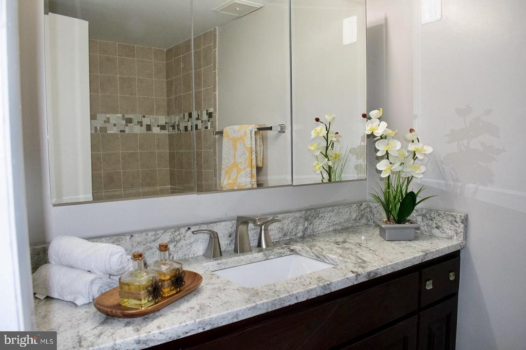 Main Bathroom - 11614 VANTAGE HILL RD #21C, RESTON