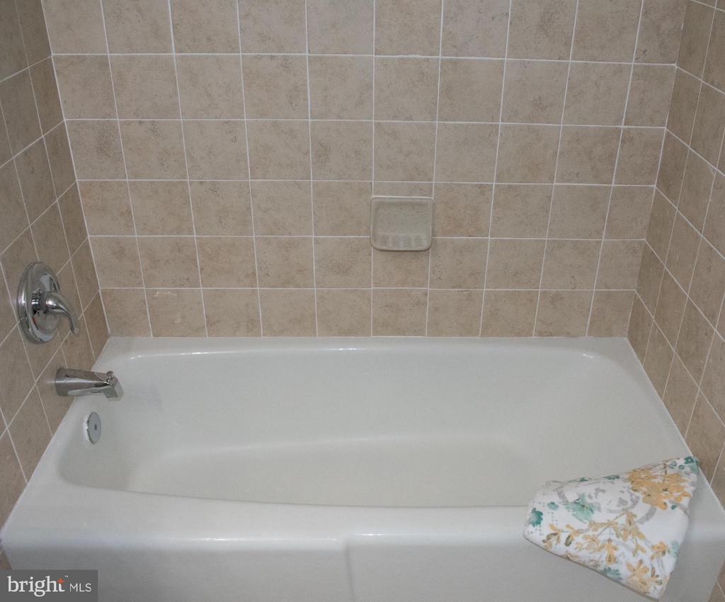 Main Bathroom 1 - 11614 VANTAGE HILL RD #21C, RESTON