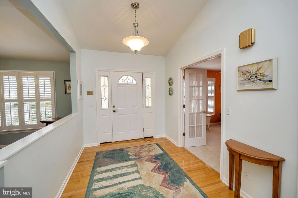Foyer welcomes you with gleaming hardwood floors. - 509 MT PLEASANT DR, LOCUST GROVE