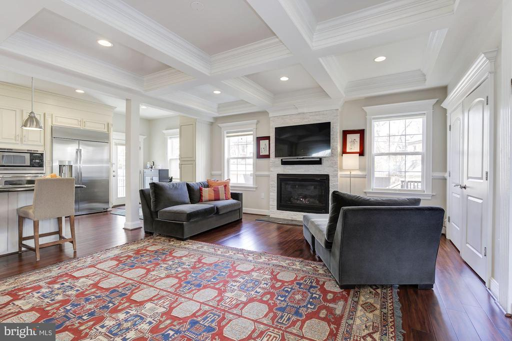 Note the coffered ceilings and classic molding - 5536 30TH PL NW, WASHINGTON