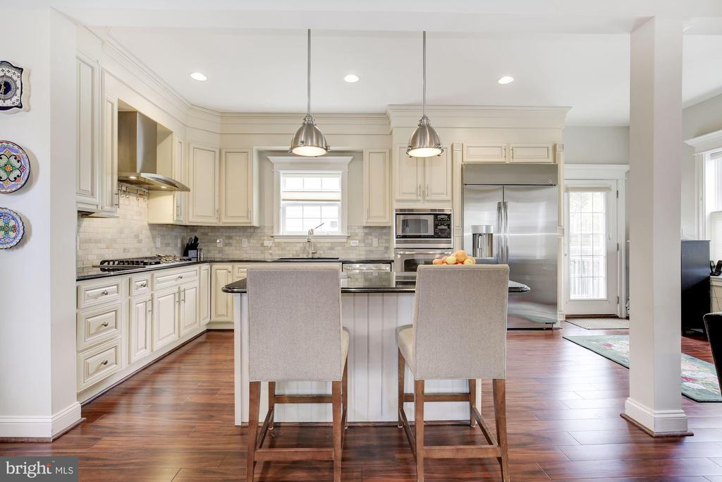 Complete with Island and breakfast bar - 5536 30TH PL NW, WASHINGTON