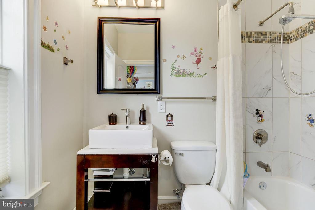 with en-suite bath - 5536 30TH PL NW, WASHINGTON