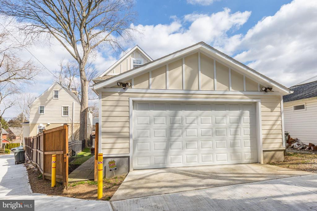 Over sized two car garage - 5536 30TH PL NW, WASHINGTON