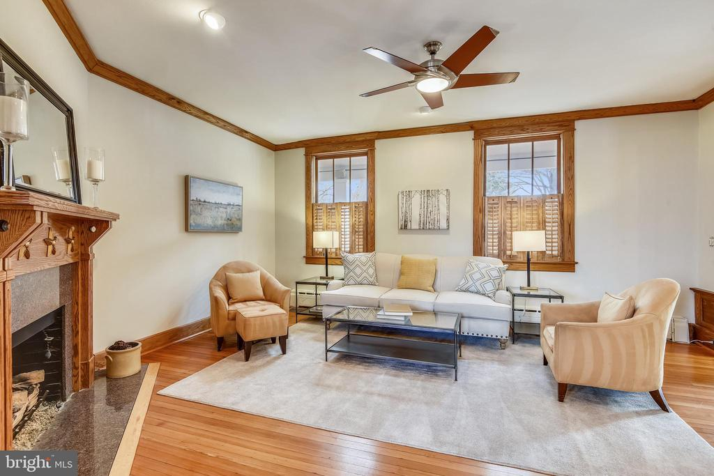 Living Room with wood floors & ceiling fan - 201 W WALNUT ST, ALEXANDRIA