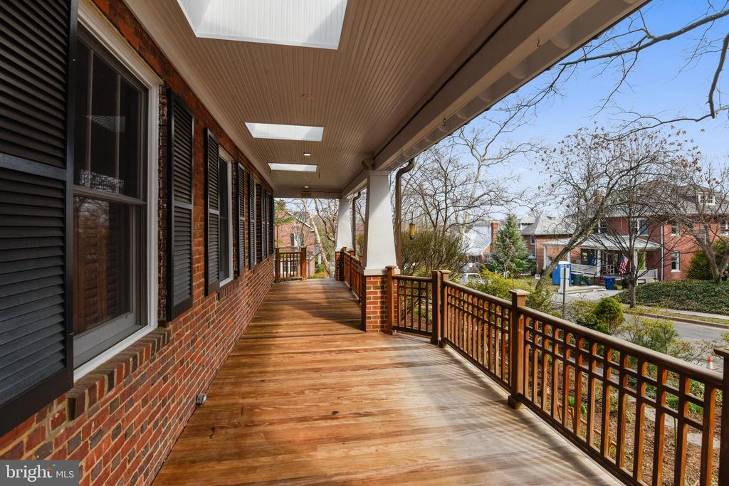 Inviting Front Porch - 201 W WALNUT ST, ALEXANDRIA