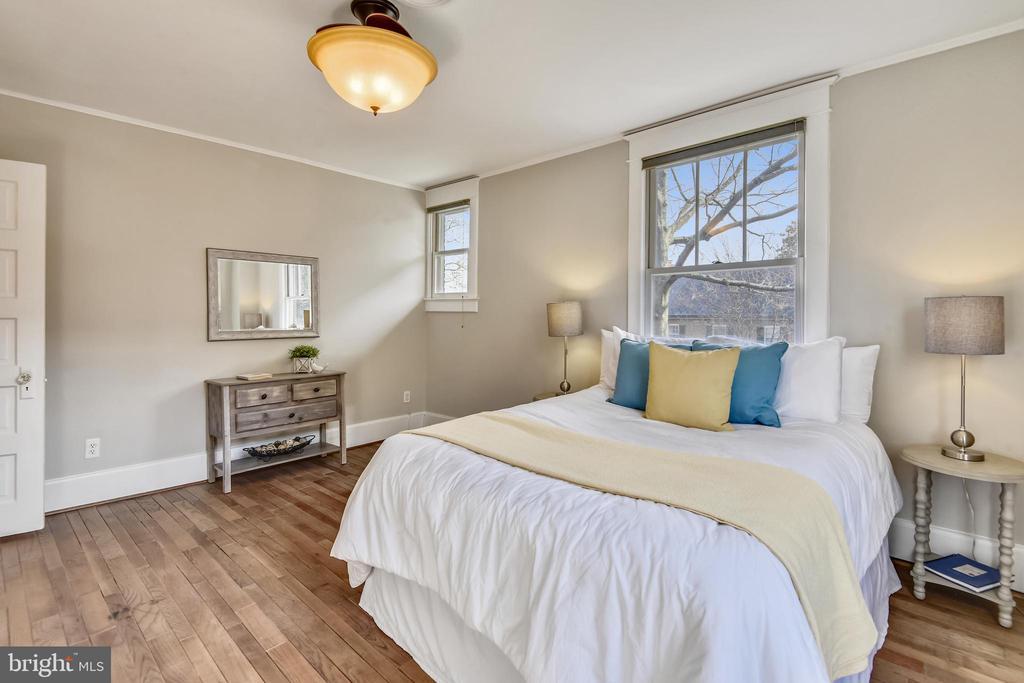 Bedroom on  Upper 1 - 201 W WALNUT ST, ALEXANDRIA