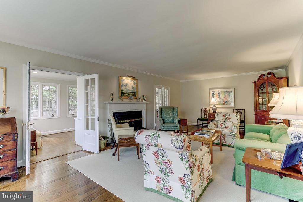 Living Room - 103 SAINT DUNSTANS RD, BALTIMORE