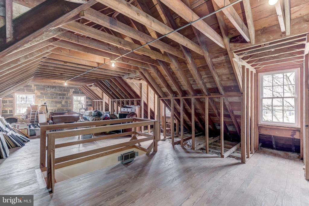 Sun-filled Attic with Great Finish Potential - 103 SAINT DUNSTANS RD, BALTIMORE