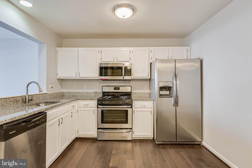 Kitchen with Stainless Steel Appliances - 13808 CROSSTIE DR, GERMANTOWN