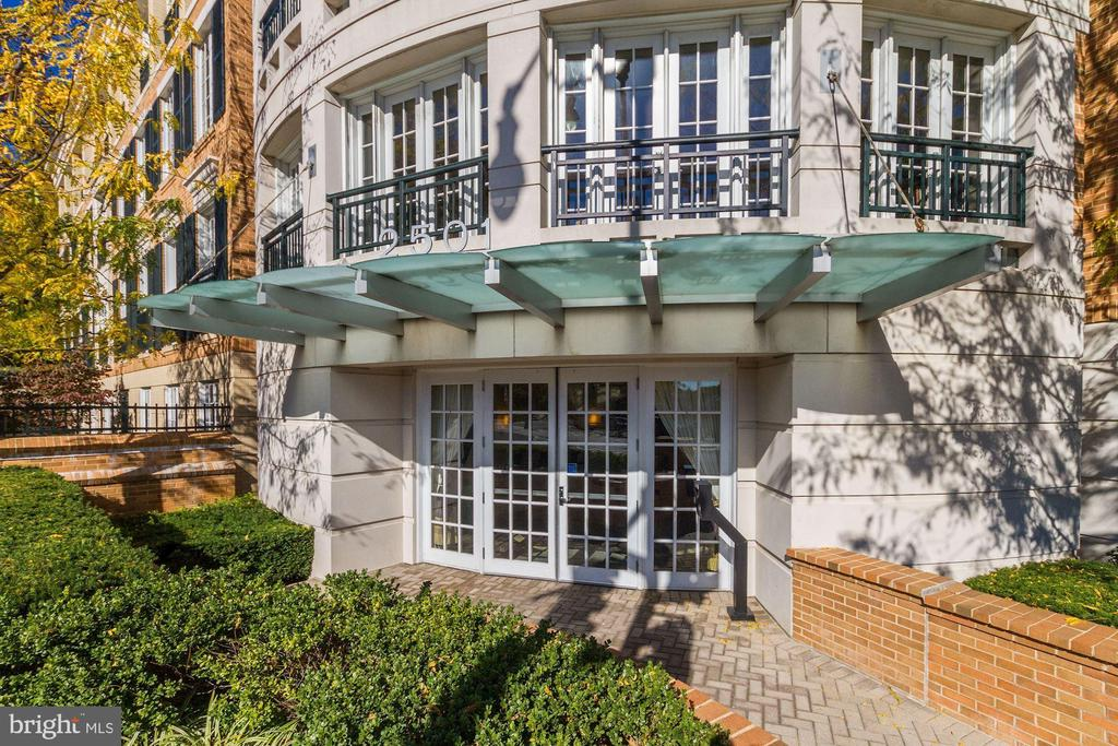 Georgetown Heights entry - 2501 WISCONSIN AVE NW #104, WASHINGTON