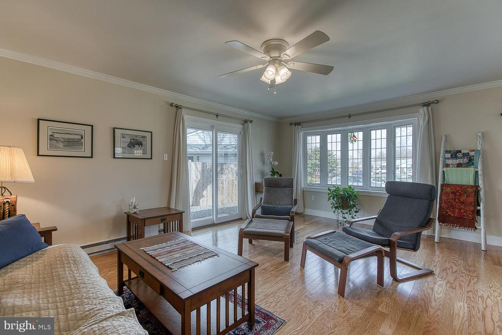 Spacious Living Room With Lots of Light - 1033 IRONWOOD, STERLING