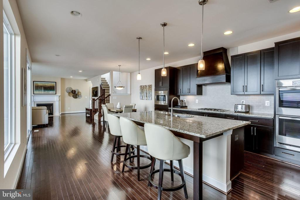 Relax in this convenient and efficient floor plan - 44536 STEPNEY DR, ASHBURN