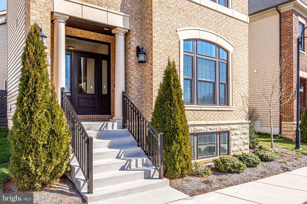 Walking distance from all One Loudoun has to offer - 44536 STEPNEY DR, ASHBURN