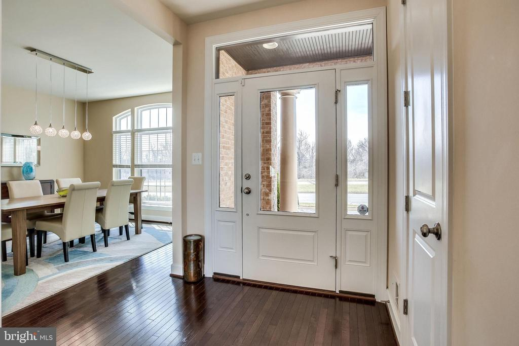 Imagine coming home to this bright entrance way - 44536 STEPNEY DR, ASHBURN