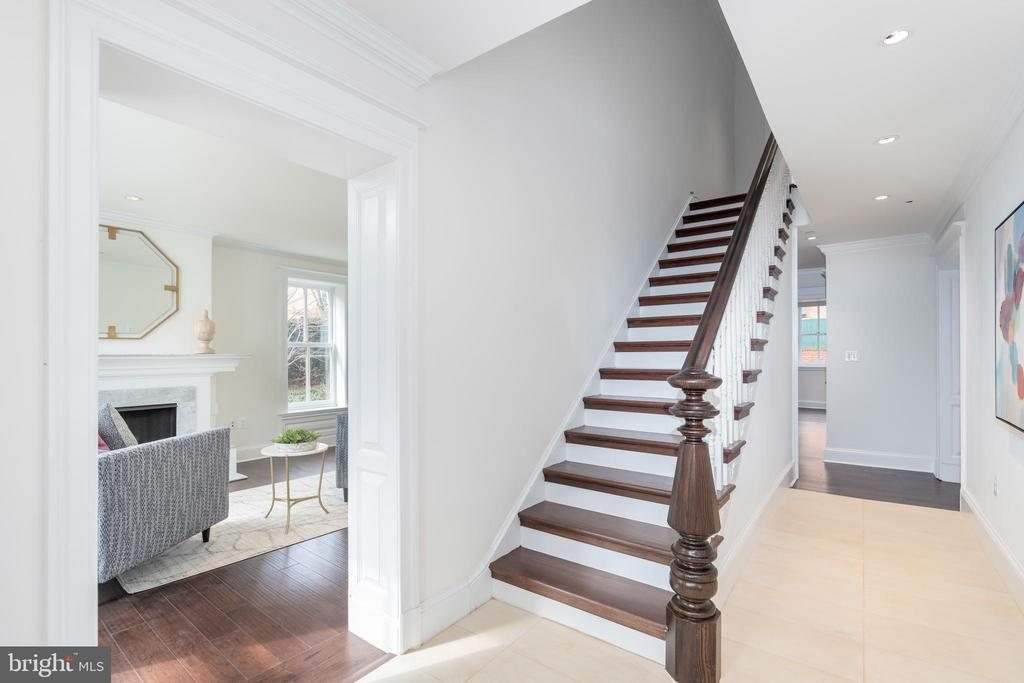 Entry foyer - 2715 N ST NW, WASHINGTON