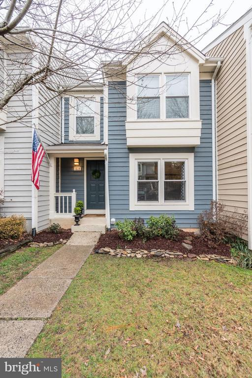 WELCOME HOME! - 1614 OAK SPRING WAY, RESTON