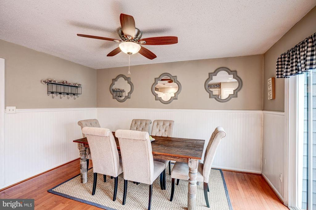 Kitchen has Abundance of Space for Eat-In Dining! - 1614 OAK SPRING WAY, RESTON