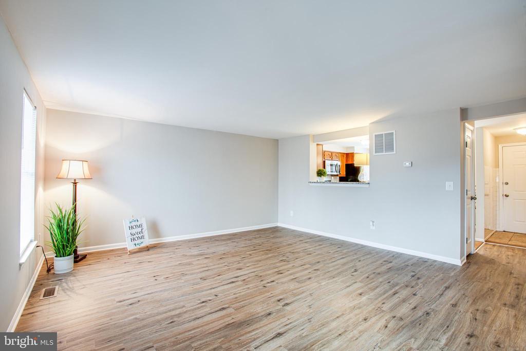 Brand new flooring! - 304 SEDGWICK CT, STAFFORD