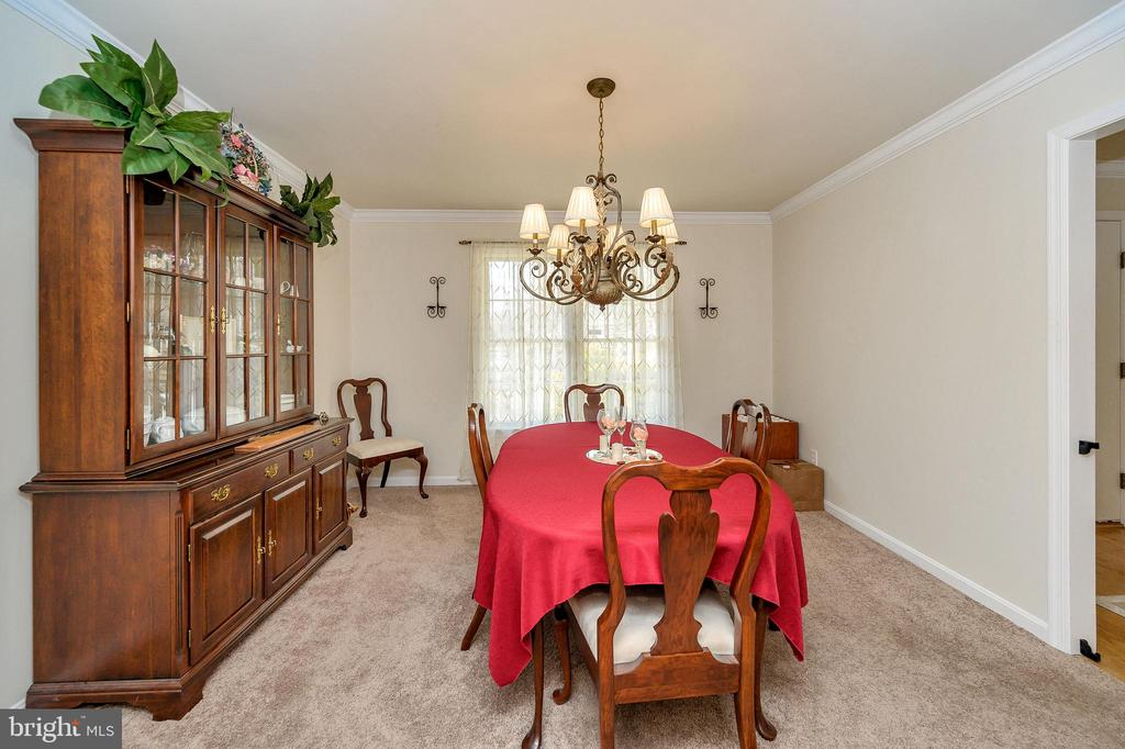 Large Dining Room right off Kitchen and Foyer - 200 SAND TRAP LN, LOCUST GROVE