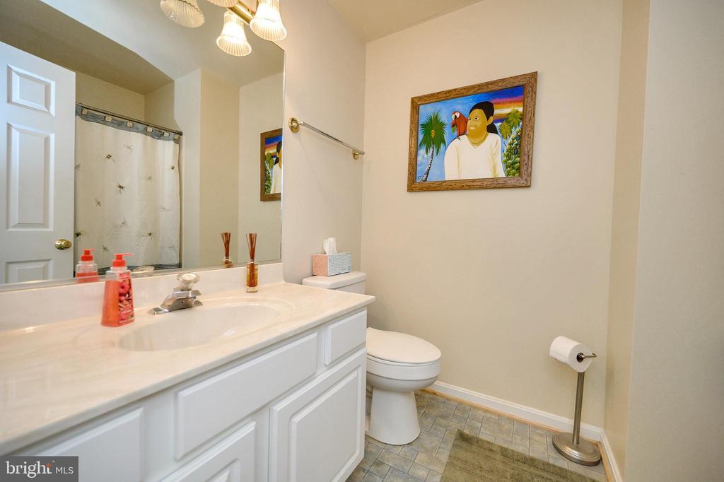 Spacious full bathroom main level. - 200 SAND TRAP LN, LOCUST GROVE