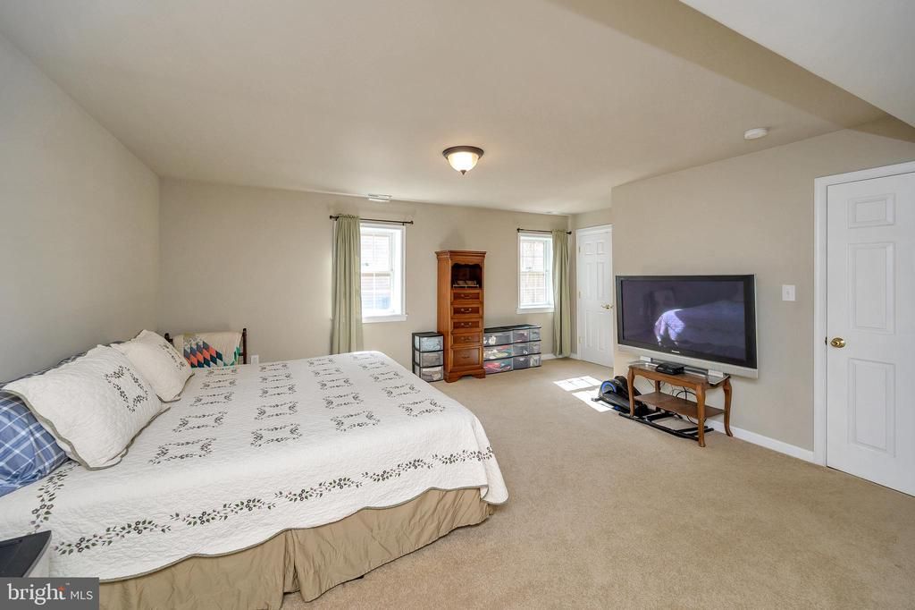 This spacious bedroom is in the basement. - 200 SAND TRAP LN, LOCUST GROVE