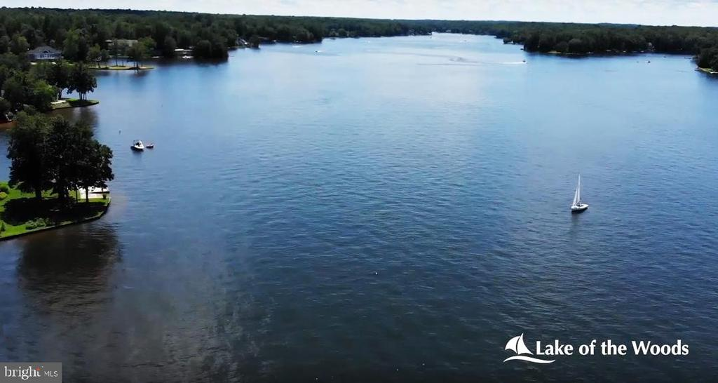 Enjoy lake life! - 200 SAND TRAP LN, LOCUST GROVE
