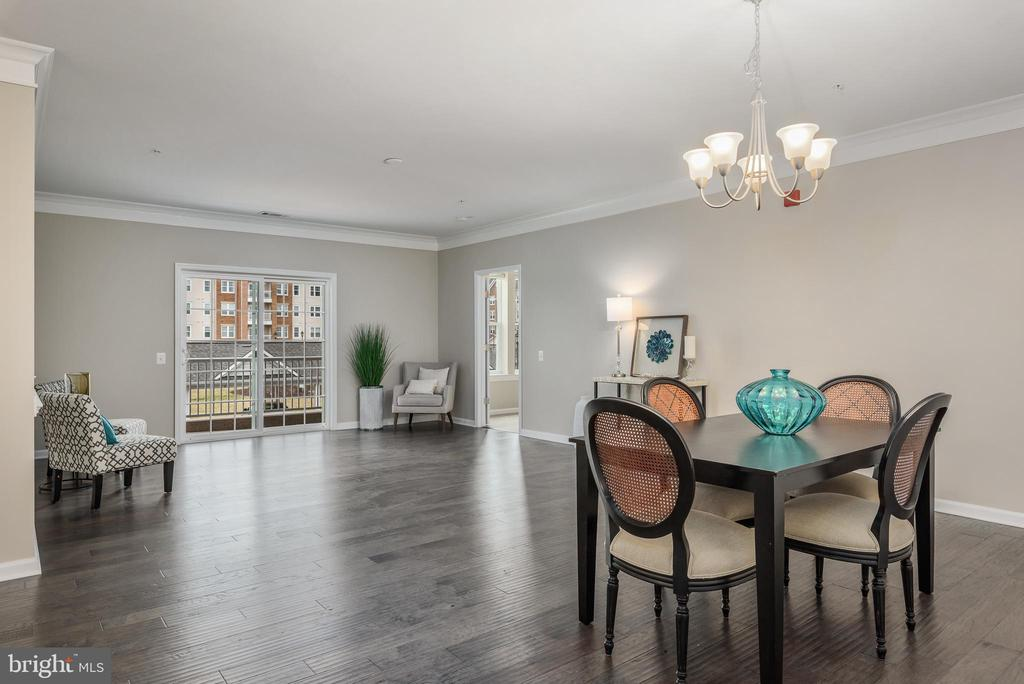 Beautiful light in this FABULOUS open floorplan! - 20570 HOPE SPRING TER #206, ASHBURN