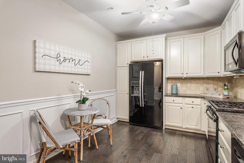 Eat-in Kitchen! - 20570 HOPE SPRING TER #206, ASHBURN