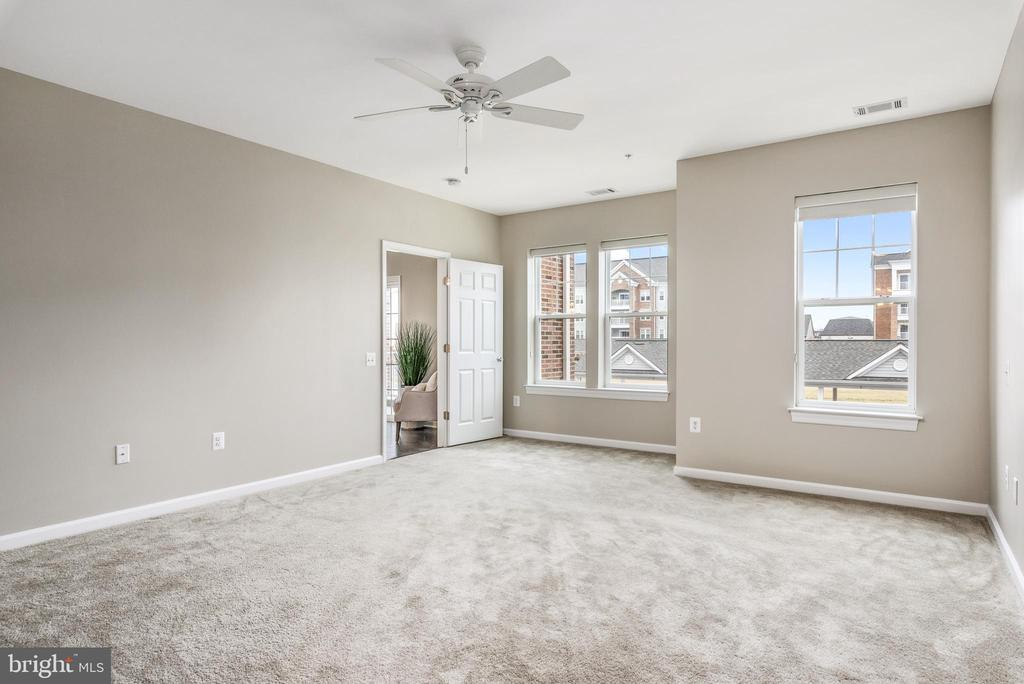 Great light in Master - 20570 HOPE SPRING TER #206, ASHBURN
