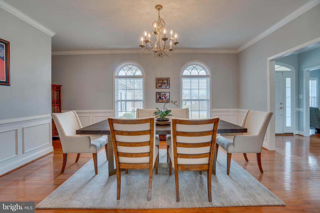 Gorgeous Palladium Windows accents Formal Dining - 81 SENTINEL RIDGE LN, STAFFORD