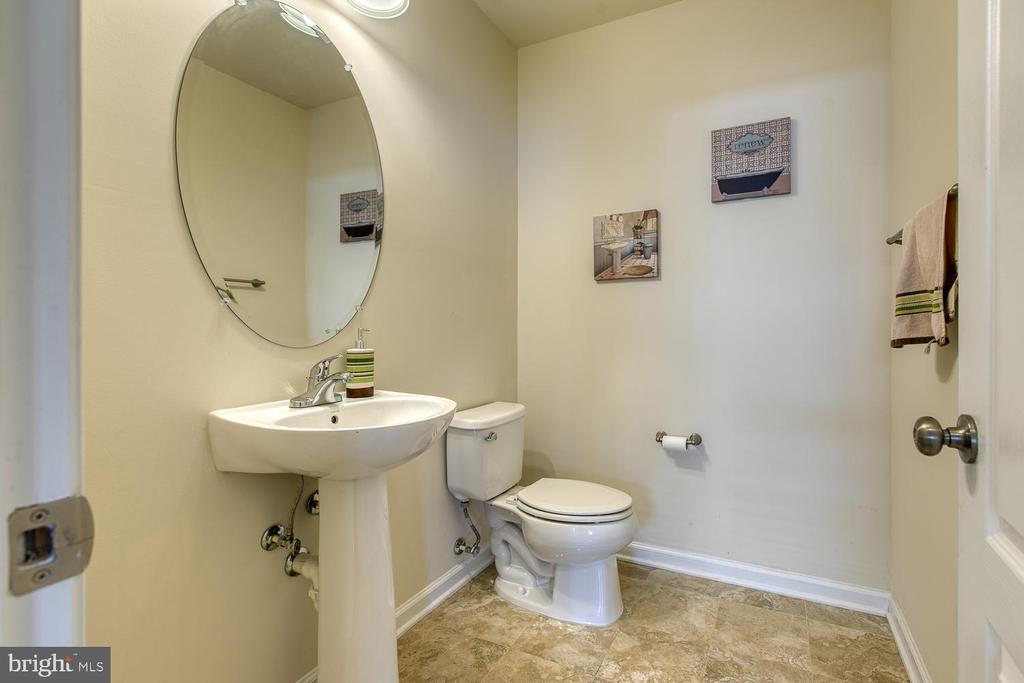 Powder Room - 4 LAMPLIGHTER LN, STAFFORD