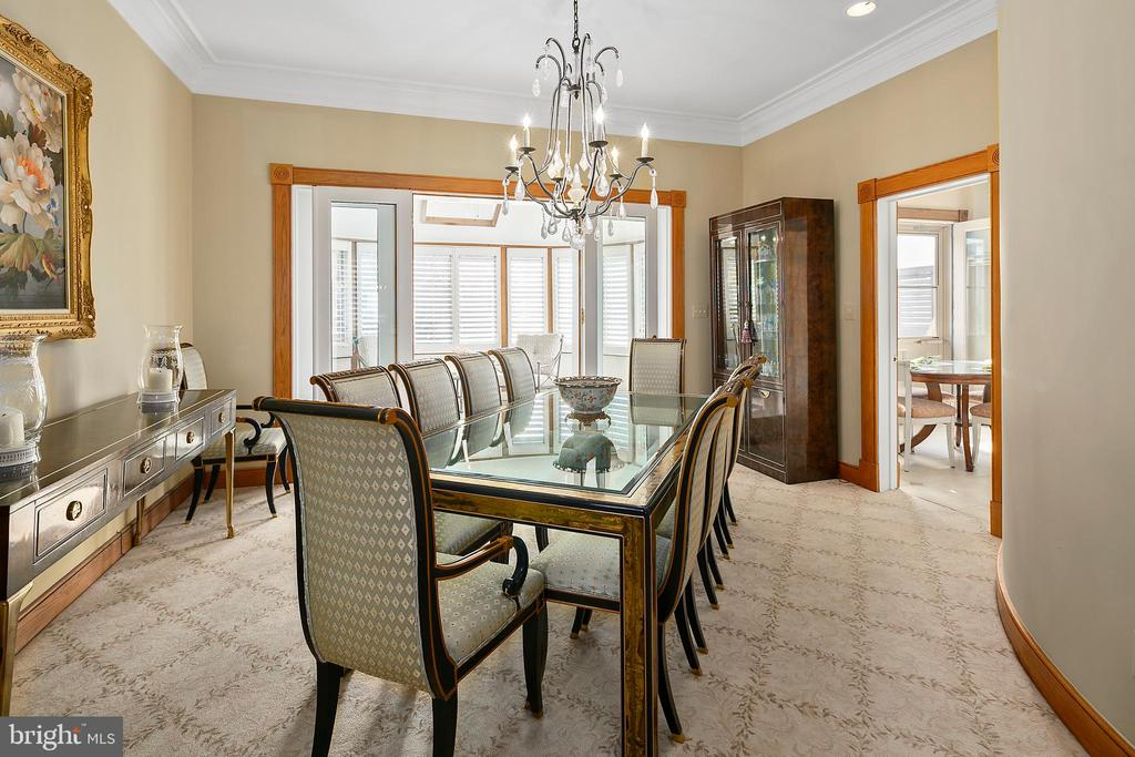 Dramatic formal dining room - 2344 S ST NW, WASHINGTON