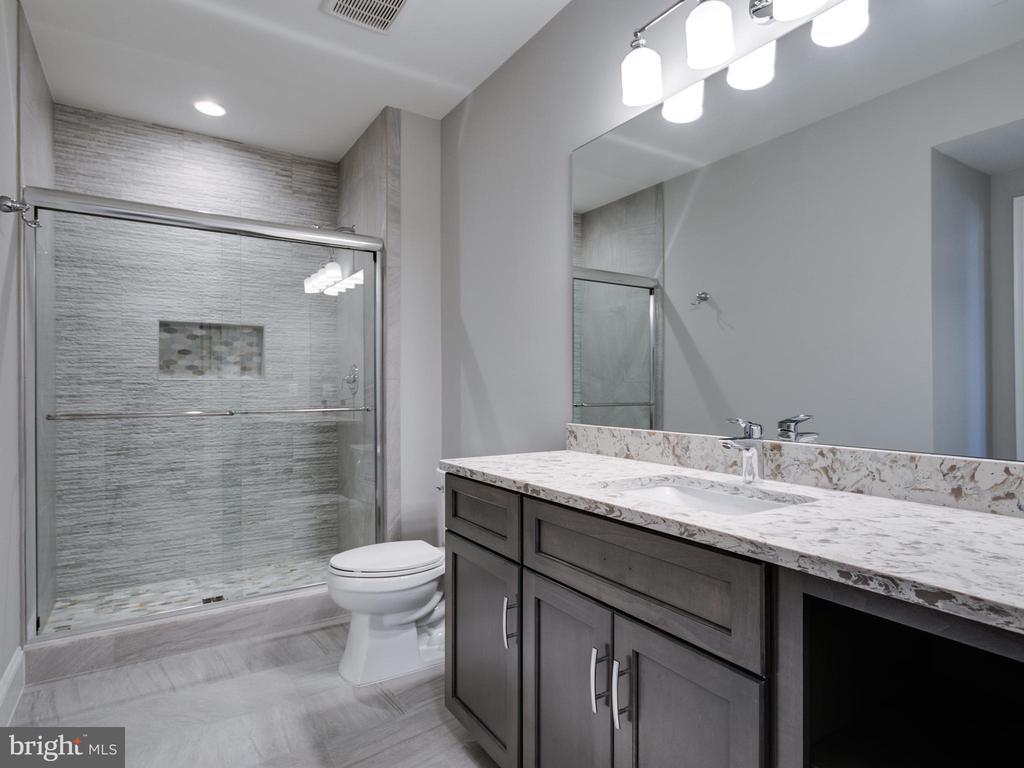 Bathroom - 9978 BLACKBERRY LN, GREAT FALLS