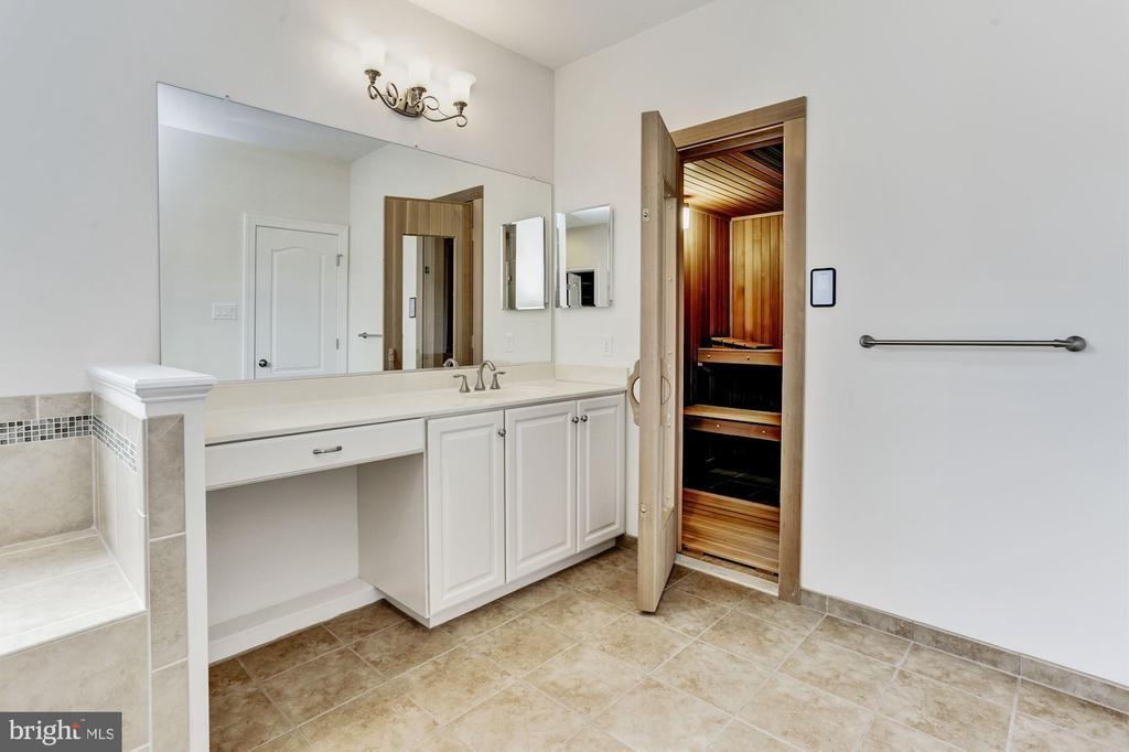 Master Bath Sauna Access - 11022 BLEVINS DR, CLARKSVILLE