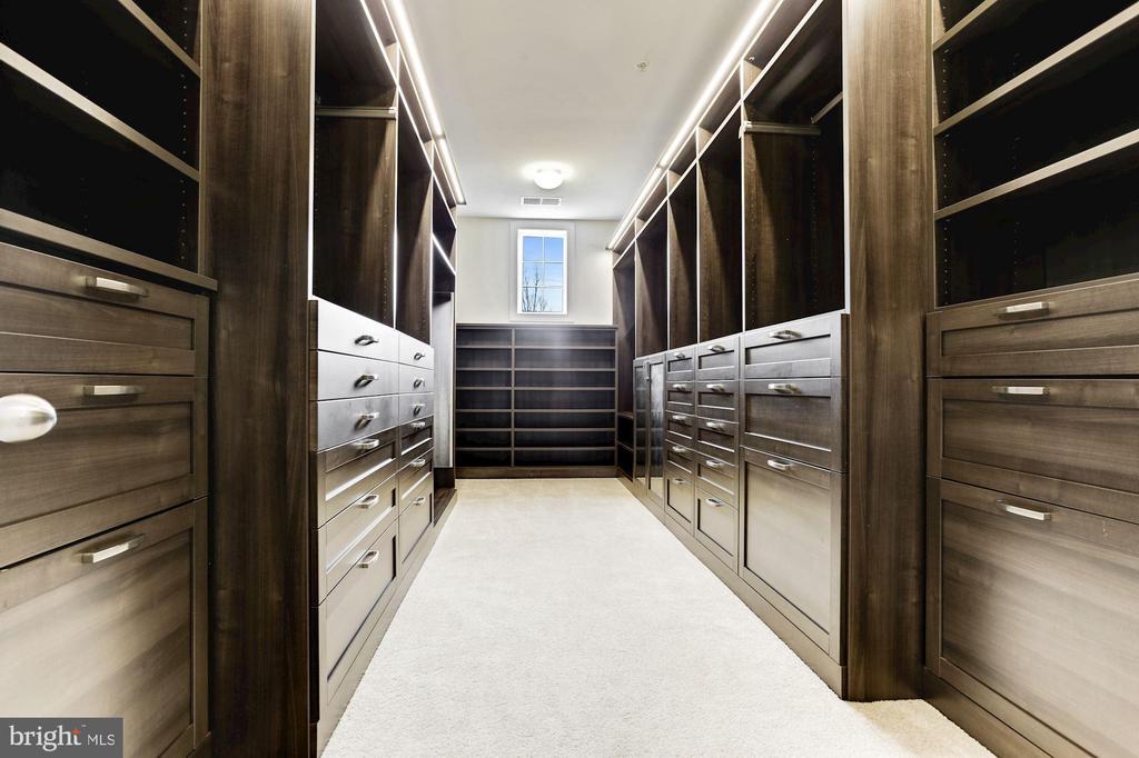 Master Bedroom Custom Closet Organizers - 11022 BLEVINS DR, CLARKSVILLE