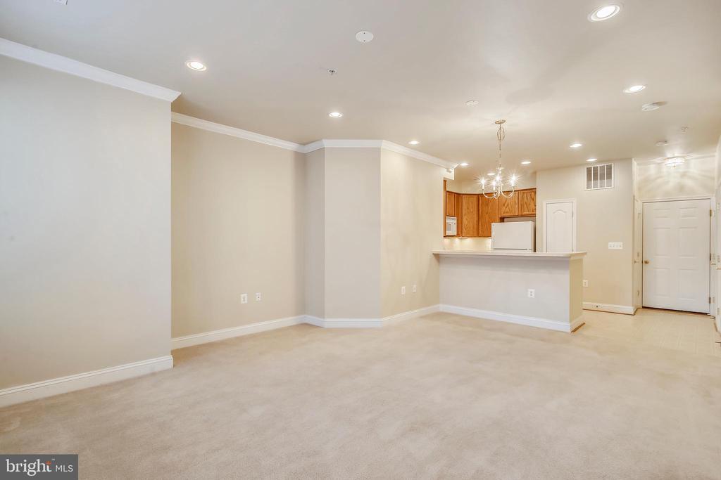 Main level living area - 363 BELT PL, GAITHERSBURG