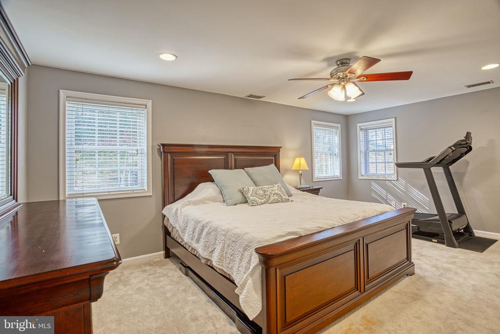 Downstairs Bedroom - 6000 RIVANNA DR, SPRINGFIELD