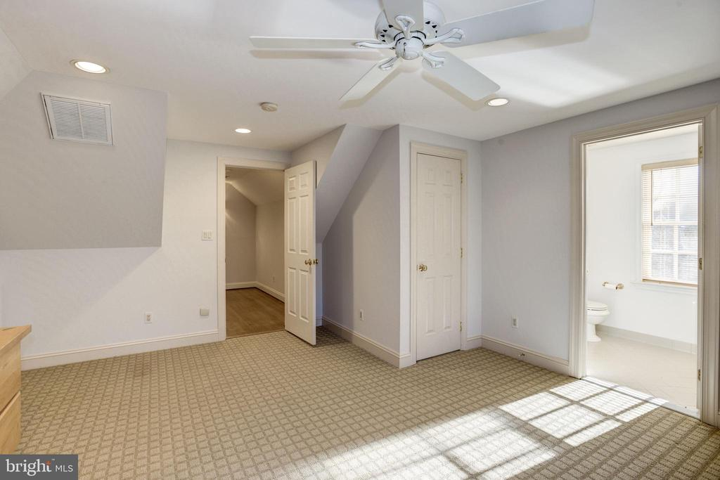 top floor bedroom with commanding views of area - 3818 N RANDOLPH CT, ARLINGTON