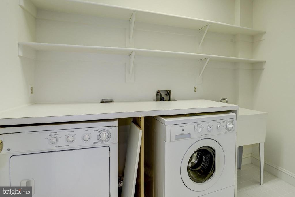 second washer and dryer in lower level with sink - 3818 N RANDOLPH CT, ARLINGTON
