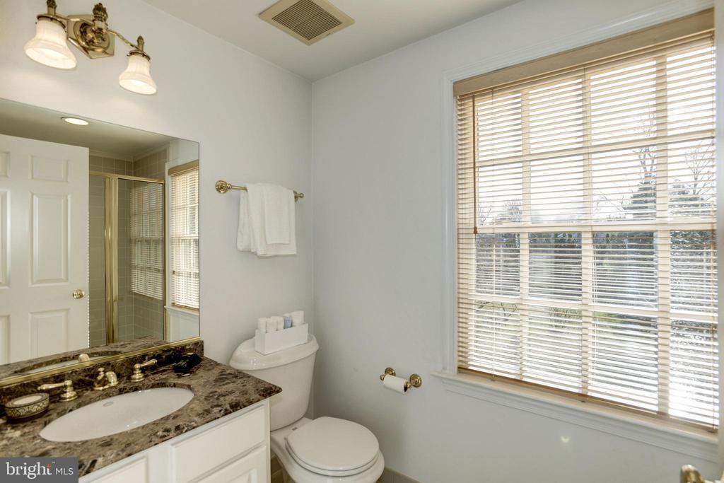 4th bathroom adjoins office - 3818 N RANDOLPH CT, ARLINGTON