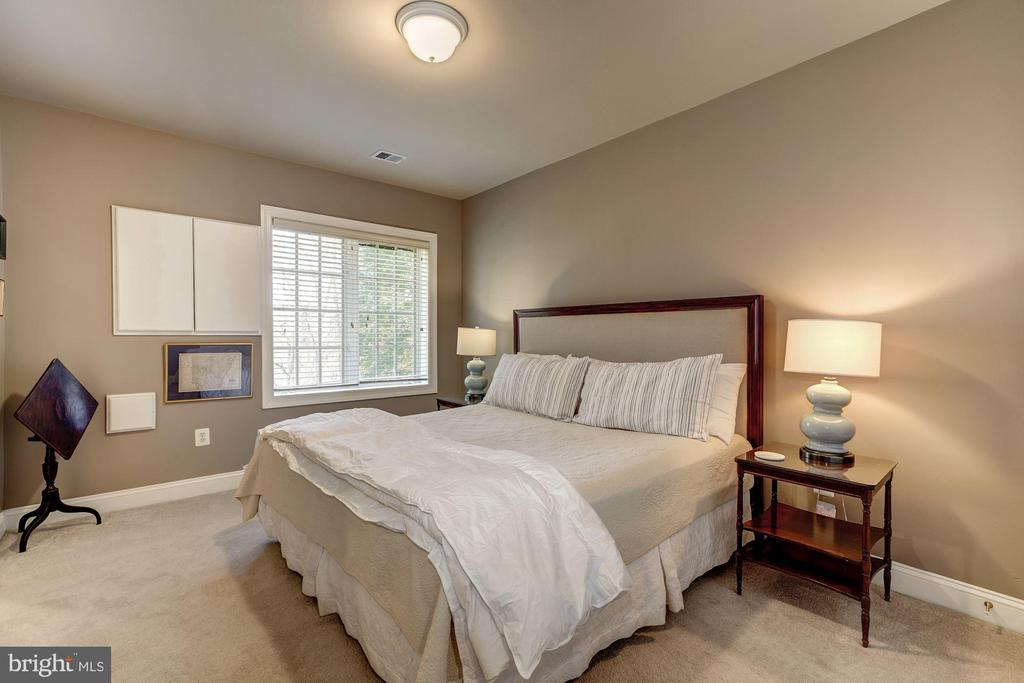 Fifth Bedroom has its own en suite bath - 3942 27TH RD N, ARLINGTON