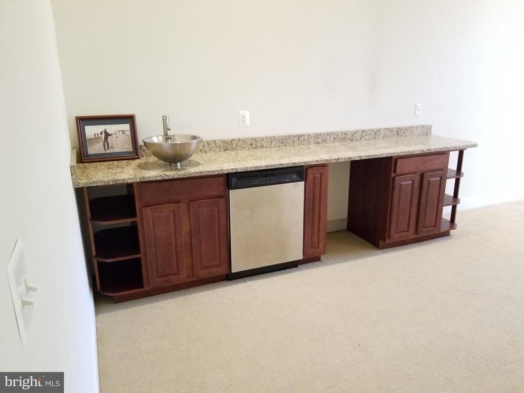 Wet Bar in Lower Level - 18213 CYPRESS POINT TER, LEESBURG