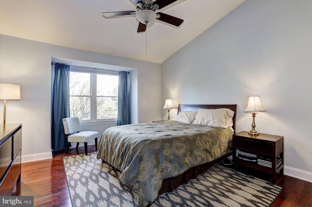 Vaulted Ceiling Master Bedroom - 7924 RUSTLING BARK CT, ELLICOTT CITY