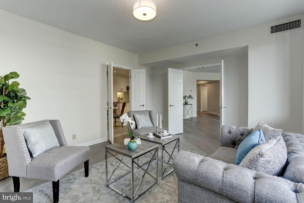 Spacious den - 5600 WISCONSIN AVE #902, CHEVY CHASE