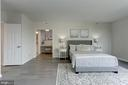 Oversized master bedroom - 5600 WISCONSIN AVE #902, CHEVY CHASE