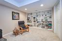 Craft/Den area with built-in shelves - 914 ROLLING HOLLY DR, GREAT FALLS