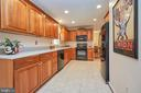 Renovated kitchen - 914 ROLLING HOLLY DR, GREAT FALLS